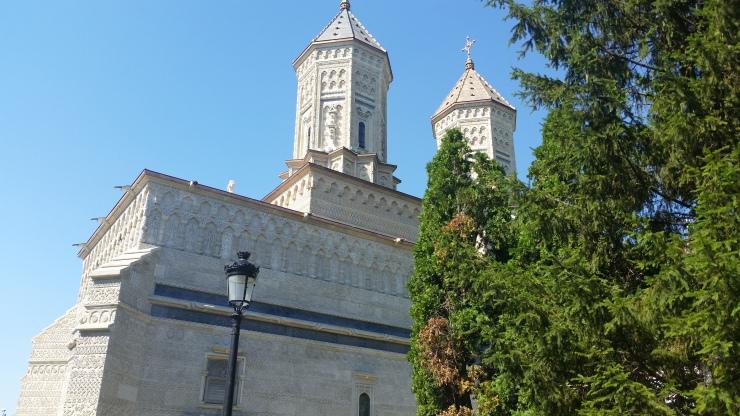 trei ierarii church iasi romania