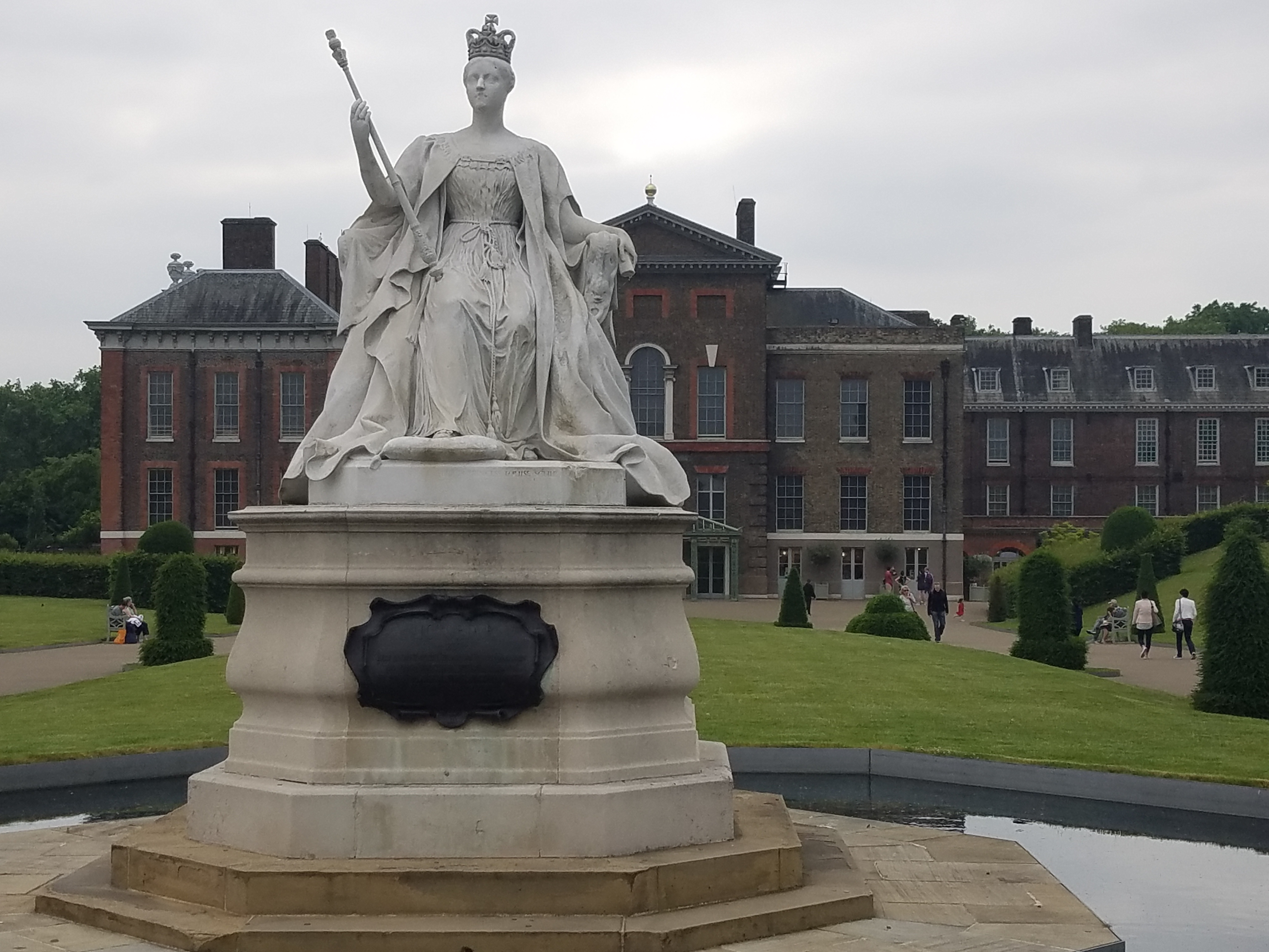 queen victoria kensington palace