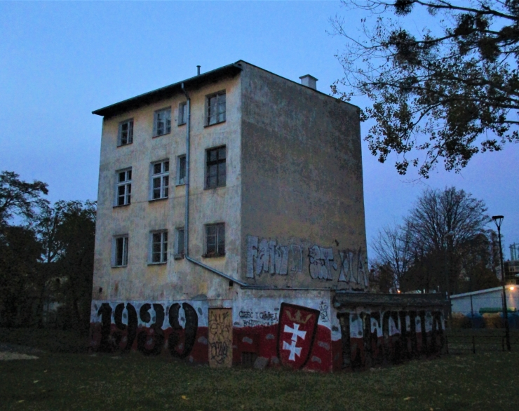 abandoned-building-gdansk.jpg